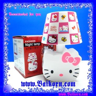 โคมไฟเจ้าแมว คิตตี้ ลวดลายโคมเป็นลายช่องแบบ โบสีชมพู ( Hello Kitty Night lamp ) โคมไฟแบบตั้งโต๊ะ ที่สามารถใช้พลังงานได้ 2 ระบบ