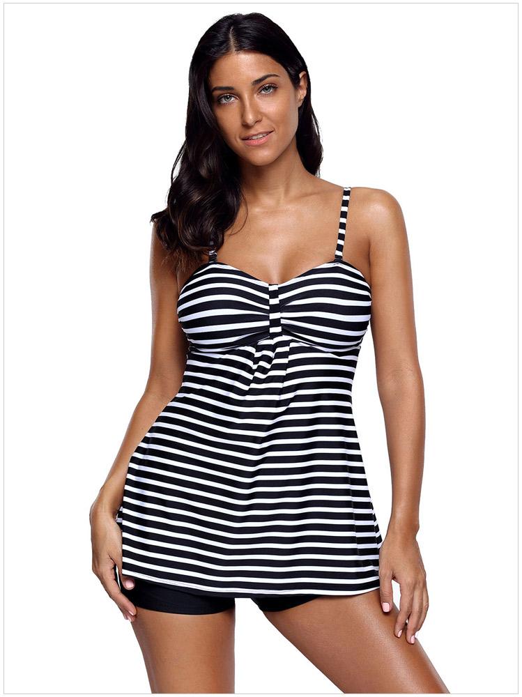 ชุดว่ายน้ำคนอ้วน สีกรม เสื้อ +กางเกง รอบอก 44-50 รอบเอว 42-48 สะโพก 46-54 ตัวเสื้อยาว34 นิ้วค่ะผ้าดี งานสวยมากค่ะ