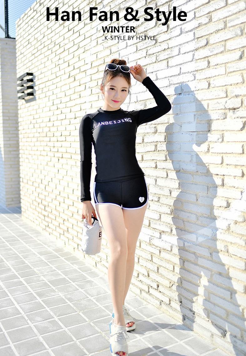 ชุดว่ายน้ำแขนยาวกัน uv สีดำ รอบอก34-40 รอบเอว 26-30 สะโพก 36-42 นิ้ว ตัวเสื้อยาว23 กางเกงยาว 9นิ้วค่ะ ผ้าดี งานสวยค่ะ