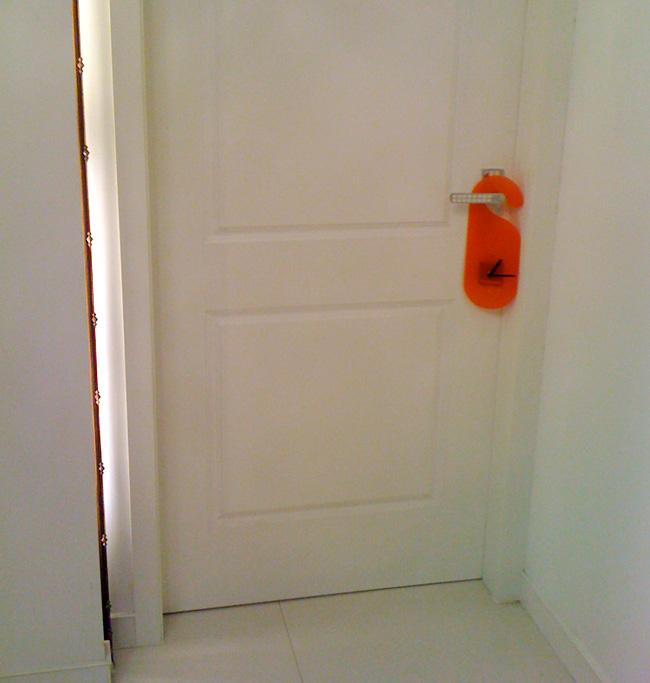นาฬิกาแขวนประตู