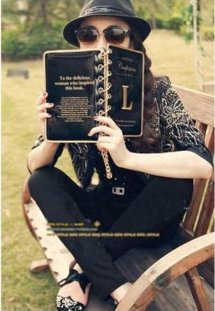 กระเป๋าสะพายสี่เหลี่ยมทรงหนังสือ Diary