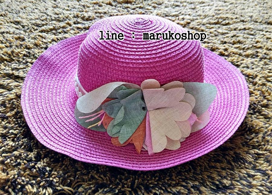 หมวกปีกกว้าง หมวกเที่ยวทะเล หมวกสาน สีชมพูเข้ม แต่งโบว์ดอกไม้รอบเก๋ ๆ รอบศรีษะ 59 cm / ปีกกว้าง 8 cm