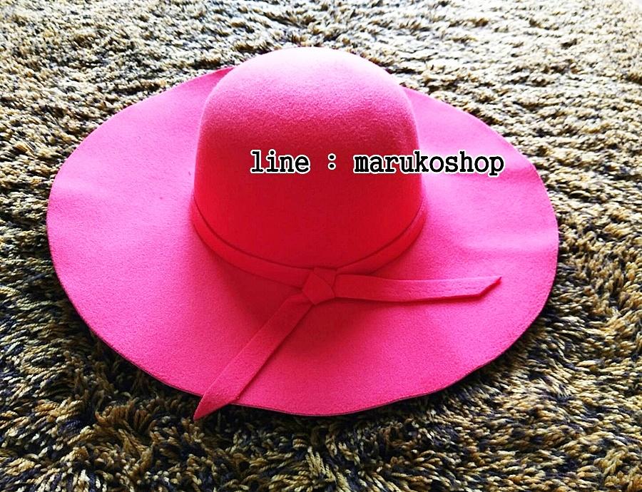 หมวกปีกกว้าง หมวกเที่ยวทะเล หมวกผ้าวูล สีแดง แต่งโบว์รอบ