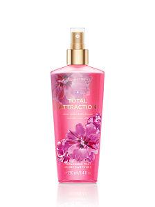 Victoria's Secret Total Attraction Fragrance Mist 250 ml. สเปร์ยฉีดผิวกายให้กลิ่นหอมติดตัวตลอดวัน กลิ่นดอกไม้หอม ดอกกล้วยไม้และลิลลี่ หอมหวานนุ่มละมุล สาวๆที่หลงไหลกลิ่นของดอกลิลลี่ จะต้องหลงรักกลิ่นนี้แน่นอน