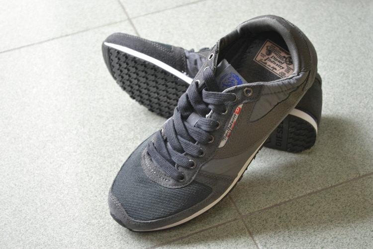 รองเท้าผ้าใบdiesel