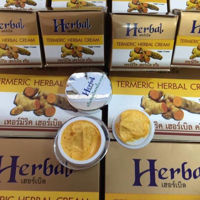 Termeric Herbal Cream ครีมสมุนไพรขมิ้น Herbal (เฮอร์เบิล) เทอร์มิริค เฮอร์เบิลครีม บำรุงผิวหน้าสูตรเข้มข้นอุดมด้วยสารสกัดจากสมุนไพร ขมิ้น ไพล เหมาะสำหรับทุกสภาพผิว แม้ผิวแพ้ง่าย ช่วยป้องกันและรักษาสิว ฝ้า เพิ่มความชุ่มชื่นให้ผิว ลดความหมองคล้ำ