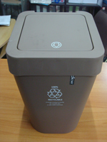 ถังขยะทรงสี่เหลี่ยม มีฝาปิด 001-HH-224LP