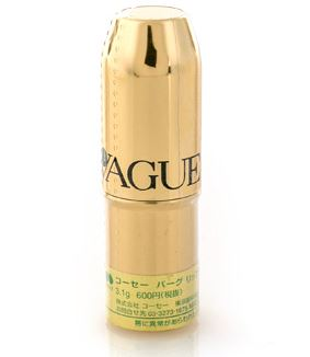 Kose Vague Lip Cream 3.1 g. ลิปบาล์มชนิดไม่มีสี ช่วยคืนความเนียนนุ่มชุ่มชื่นสู่ริมฝีปากแม้ในสภาวะอากาศที่แห้งและหนาวจัด ด้วยส่วนผสมจากธรรมชาติหลากหลายชนิด ตรงเข้าฟื้นฟูริมฝีปากที่แห้งกร้าน แตก เป็นขุยให้กลับมาเปล่งปลั่งสุขภาพดีอีกครั้ง มาในแท่งสีทองหรูหรา