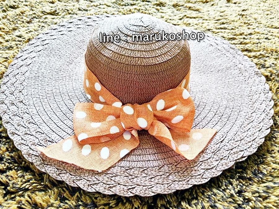 หมวกปีกกว้าง หมวกเที่ยวทะเล หมวกปีกว้างสีน้ำตาลเข้ม แต่งโบว์ใหญ่ลายจุดรอบ
