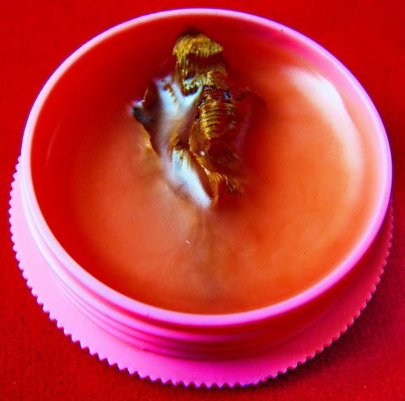 สีผึ้งนางพญาดอกไม้ทองสิเน่หา รุ่นพิเศษ ๑