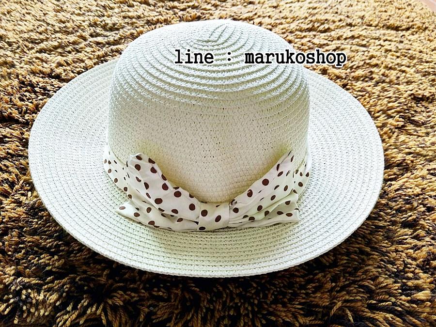 หมวกปีกกว้าง หมวกเที่ยวทะเล หมวกสาน สีครีม แต่งโบว์ลายจุดรอบเก๋ ๆ