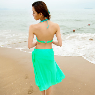 ชุดว่ายน้ำ สีเขียว เซต 3 ชิ้น รอบอก 34-38 นิ้ว สะโพก 36-39 นิ้วค่ะ ผ้าตัวนอกเป็นผ้าชีฟองค่ะ