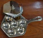 กระทะขนมครกทองเหลือง 7 เต้า 016-KM-B7 Khanom Krok Pan brass There are 7 holes. 016-KM-B7 อุปกรณ์ทำขนม