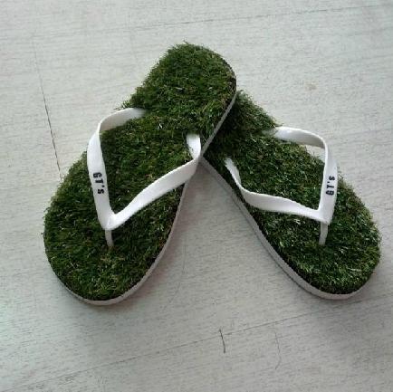 รองเท้าแตะพื้นหญ้า