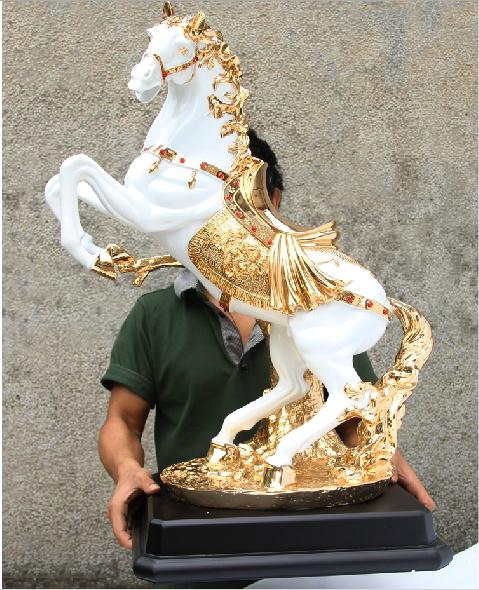 รูปปั้นม้าขนาดความสูง 68 cm