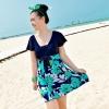 ชุดว่ายน้ำคนอ้วน สีกรม ต่อดอกสีเขียว รอบอก 40-46 เอว 34-40 สะโพก 42-48 ยาว 32 นิ้วค่ะ ด้านในเป็นกางเกงขาสั้นติดกับชุดค่ะเนื้อผ้าดีมากค่ะ