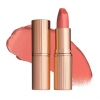 Charlotte Tilbury Matte Revolution Lipstick #Sexy Sienna ลิปสติกเนื้อครีม ที่นุ่ม เนียน ละเอียด เกลี่ยง่าย ไม่เป็นคราบ และ สามารถกลบสีเดิมของริมฝีปากได้สูงถึง 80% ลิปสติกนี้มีพิกเมนท์สีเข้มข้นและมีส่วนผสมของมอยส์เจอร์ไรเซอร์เพื่อเพิ่มความชุ่มชื้น