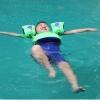 ชูชีพว่ายน้ำเด็ก