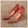 รหัส รองเท้าไปงาน : RR001 รองเท้าเจ้าสาว พร้อมส่ง ตกแต่งคริสตัลสวยๆ สีแดง ปักดิ้นทอง สวย สง่า ดูดีแบบเจ้าหญิง ใส่เป็นรองเท้าคู่กับชุดกี่เพ้า ชุดยกน้ำชา ชุดงานหมั้น หรือ ใส่ออกงาน กลางวัน กลางคืน สวยสง่าดูดีมากคะ ราคาถูกกว่าห้างเยอะ