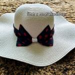 หมวกปีกกว้าง หมวกเที่ยวทะเล หมวกปีกว้างสีครีม คาดโบว์ใหญ่ลายจุดเก๋ๆ รอบศรีษะ 59 cm / ปีกกว้าง 11 cm ***ถ่ายจากสินค้าจริงที่ขายค่ะ***