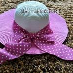 หมวกปีกกว้าง หมวกเที่ยวทะเล หมวกปีกว้างสีทูโทน ขาว-ชมพู คาดโบว์ใหญ่ลายจุดเก๋ๆ