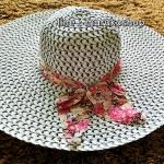 หมวกเที่ยวทะเล หมวกปีกกว้าง หมวกสานโทนขาวดำ แต่งโบว์ลายเก๋ๆ