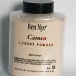Ben Nye Cameo Luxury Powder ขนาด 3 oz. แป้งฝุ่นสำหรับใช้หลังลงรองพื้น หรือ ใช้ทาปกติก็ได้ค่ะ คุมมัน เนื้อละเอียด สี Cameo จะเหมาะกับคนผิวขาวค่ะ