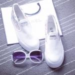 รองเท้าผ้าใบแฟชั่นผู้หญิงสีขาว ส้นแบน พื้นสีขาว แบบสวม ตกแต่งลายน่ารัก ใส่ลำลอง ทรงทันสมัย แฟชั่นเกาหลี