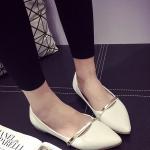 รองเท้าคัทชูส้นแบนสีขาว หัวแหลม แต่งสายคาดสีทอง วัสดุพียู สไตล์หวาน น่ารัก ทรงสุภาพ แฟชั่นเกาหลี
