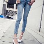 รองเท้าทำงานส้นสูงสีขาว แบบส้นหนา หุ้มส้น หัวกลม ส้นสูง6cm มีเข็มขัดรัดข้อเท้า ทรงสุภาพ แฟชั่นเกาหลี