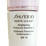 Shiseido White Lucent Brightening Protective Emulsion W SPF15 ขนาดทดลอง 15 ml. มอยส์เจอไรเซอร์ไวท์เทนนิ่งกลางวัน เนื้ออิมัลชั่น เพื่อมอบสามปฏิบัติการให้ผิวดูกระจ่างใสใน 2 สัปดาห์ ชุ่มชื้นและปกป้องผิวคุณจากสภาพแวดล้อมระหว่างวัน