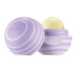 EOS Visibly Soft Lip Balm Sphere กลิ่น Blackberry Nectar ลิปบาล์มออแกนิกส์รูปไข่ กลิ่นหอมหวาน เพื่อสุขภาพริมฝีปากจากสารธรรมชาติที่อุดมไปด้วยสารต้านอนุมูลอิสระ สัมผัสกับริมฝีปากทีนุ่มอย่างชัดเจน สกัดจากธรรมชาติ 100% Organic 95 %