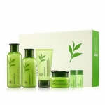 Innisfree Green Tea Balancing Special Skin Care Set เซ็ทบำรุงผิวจากชาเขียว สำหรับผิวแห้ง-ผิวธรรมดา-ผิวผสม ที่มีผลิตภัณฑ์ไซส์จริง 3 ชิ้น และไซส์พกพาอีก 3 ชิ้น เป็นสูตรที่ช่วยปรับสมดุลของผิว ให้ความชุ่มชื้นกับผิวแต่ไม่สร้างความมันเพิ่มขึ้น ให้ผิวหน้ากระจ่าง