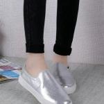 รองเท้าผ้าใบผู้หญิงสีเงิน หัวกลม แบบสวม พื้นหนา สวมใส่สบาย แฟชั่นเกาหลี