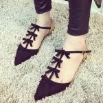 รองเท้ารัดส้นผู้หญิงสีดำ หัวแหลม สายรัดประดับโบว์ ส้นรองเท้าสีทอง แฟชั่นเกาหลี