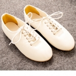 รองเท้าหุ้มส้นผู้หญิง หนังนิ่มสีครีม เชือกรัดสีขาว ส้นแบน แนววินเทจ แฟชั่นเกาหลี