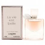 Lancome La Vie Est Belle L Eau De Parfum ขนาดทดลอง 4ml. แบบแต้ม น้ำหอมผู้หญิงกลิ่นดอกไอริสที่หอมหวานอย่างไม่เคยมีมาก่อน กลิ่นหอมแห่งความสุขอันเป็นเอกลักษณ์ ที่ใครได้ลองต่างหลงใหลในความหอมหวานที่สดใส ของแสงอาทิตย์ในฤดูใบไม้ผลิ