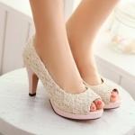 รองเท้าส้นสูงสีครีม หุ้มส้น ลายลูกไม้น่ารัก ส้นสูง9cm พื้นหนา2cm แฟชั่นเกาหลี
