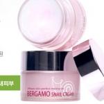 Bergamo Snail Cream 50 g. ครีมบำรุงผิวที่มีส่วนผสมของสารคัดหลั่งจากหอยทากที่ช่วยซ่อมแซมเซลล์ผิวกระตุ้นการสร้างเซลล์ผิวใหม่ ช่วยให้ใบหน้ากระจ่างใส ลดเลือนจุดด่างดำ รอยแดงจากสิว ทำให้สีผิวสม่ำเสมอ ฟื้นฟูเซลล์ผิวที่เสียหายจากสภาวะแวดล้อมต่างๆ
