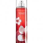 Bath & Body Works Japanese Cherry Blossom Fine Fragrance Mist 236 ml. สเปร์ยน้ำหอมที่ให้กลิ่นติดกายตลอดวัน กลิ่นดอกซากุระญี่ปุ่นหอมเตะจมูกตั้งแต่ครั้งแรกที่ได้กลิ่น ผสมกับกลิ่นวนิลานุ่มๆ เป็นกลิ่นที่ค่อนข้างชัดเจนและติดทนนานเป็นพิเศษ
