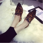 รองเท้าส้นแบนผู้หญิงลายเสือดาว หัวแหลม แบบเชือกผูก ส้นสูง1ซม. แฟชั่นเกาหลี