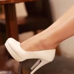 รองเท้าทำงานส้นสูงสีขาว หุ้มส้น หัวกลม ส้นเข็ม ส้นสูง11cm ทรงเจ้าหญิง แฟชั่นเกาหลี