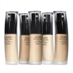 Shiseido Synchro Skin Lasting Liquid Foundation SPF20 ไซส์จริง 30ml. รองพื้นสูตรใหม่ ที่ให้เนื้อครีมบางเบา เรียบเนียนเป็นหนึ่งเดียวดุจผิวเปลือยเปล่า เผยผิวสวยนวลเนียน งดงามถึงขีดสุด ด้วยรองพื้นเนื้อลิควิด ที่จะช่วยให้ผิวของคุณเรียบเนียนอย่างเป็นธรรมชาติ เ