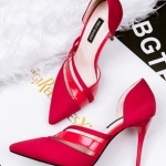 รองเท้าส้นสูงหัวแหลม รัดส้น เว้าข้าง (สีแดง)
