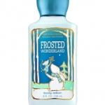 Bath & Body Works Frosted Wonderland Body Lotion 236 ml. โลชั่นบำรุงผิวสุดพิเศษ มีกลิ่นหอมติดทนนาน และซึมซาบสู่ผิวอย่างรวดเร็ว กลิ่นหอมคาราเมล แอปเปิ้ล และดอกมะลิ ให้อารมณ์หอมสดชื่นคะ
