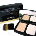 Chanel Vitalumiere Eclat Compact ขนาดปกติ 13 g. แป้งอัดแข็งเนื้อครีมที่ให้ความรู้สึกสบาย เหมาะสำหรับผิวแห้งที่ทาแป้งติดยาก ต่้องการความชุ่มชื่น ผิวหน้าสวยเรียบเนียนและกระจ่างใสอย่างเป็นธรรมชาติ ให้ความชุ่มชื้นและแก้ไขข้อบกพร่องต่างๆของผิวหน้า