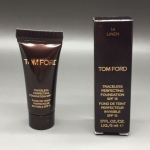 Tom Ford Traceless Perfecting Foundation ขนาดทดลอง 5ml. รองพื้นทอมฟอร์ดรุ่นใหม่ เนื้อแมทท์ บางเบา ปกปิดระดับกลาง ปกปิดรูขุมขนและริ้วรอยได้ดี แต่ไม่หนา ไม่หนักหน้า ดูเนียนเป็นธรรมชาติเสมือนผิวจริง ปกป้องแดดด้วย UVA / UVB ไม่ทำให้หน้าแห้ง ปกปิดได้นานตลอดวัน