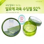 It's Skin Aloe Soothing Gel 92% 200ml. เจลบำรุงผิว อุดมคุณค่าจากว่านหางจระเข้ ถึง 92 % เหมาะสำหรับผิวแห้ง และผิวไหม้จากการถูกแสงแดดทำร้าย ช่วยบำรุงผิวให้เนียนนุ่ม ชุ่มชื่น ช่วยสมานผิวบรรเทาอาการแสบร้อน เย็นสบายผิว เติมน้ำหล่อเลี้ยงผิว