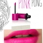 Bourjois Rouge Edition Velvet # 06 Pink Pong ลิควิดลิปสติกเนื้อแมท เนื้อลิปเข้มข้น แอบคล้ายตัวฮิตของยี่ห้อ Lime Crime น้ำหนักเบา ไม่หนักปาก ให้สีเด่นชัด กลบสีได้เป็นอย่างดี ติดทนไม่ว่าจะผ่านมื้ออาหารมากี่มื้อ น้ำเปล่าลบไม่ออก