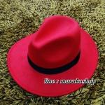 หมวกปานามา สักหลาดสีแดง ผ้าสักหลาดเนื้อดี เย็บขอบ ปีกกว้าง 7ซม รอบศรีษะ 62 ซม. (สินค้าพร้อมส่งค่ะ) **รูปถ่ายจากสินค้าจริง งานสวยจริงคะ**